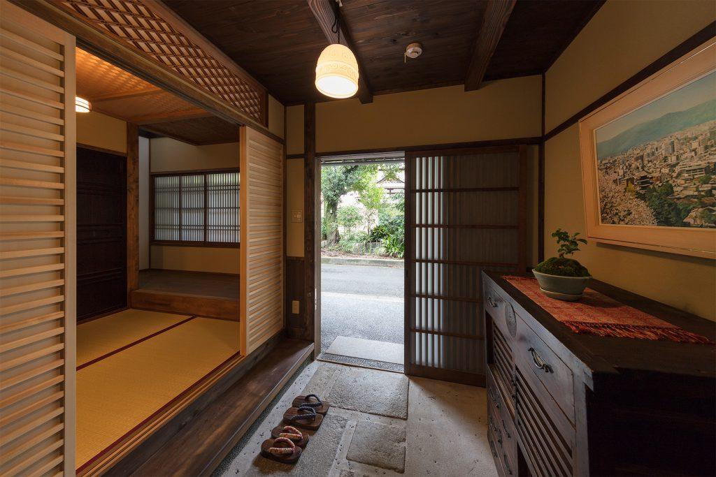京町家の宿を予約する。