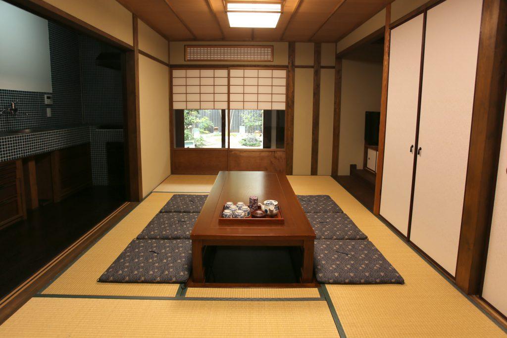 京町家 一棟貸し切りの宿 居間