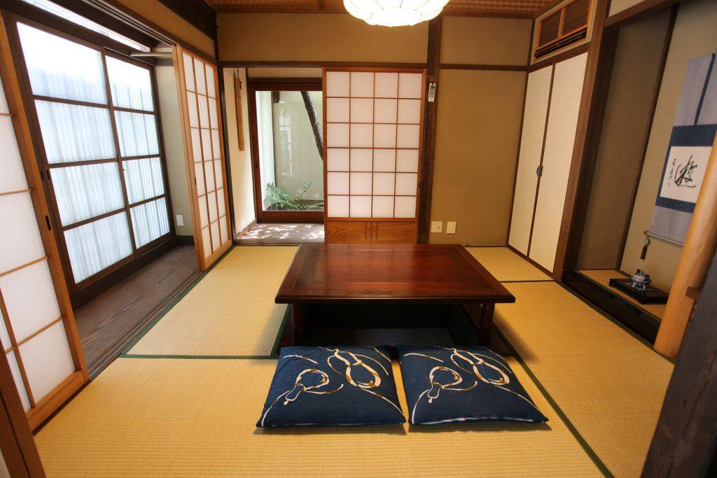 京町家の宿 一棟貸し切りの宿 幸遊庵 居間 写真