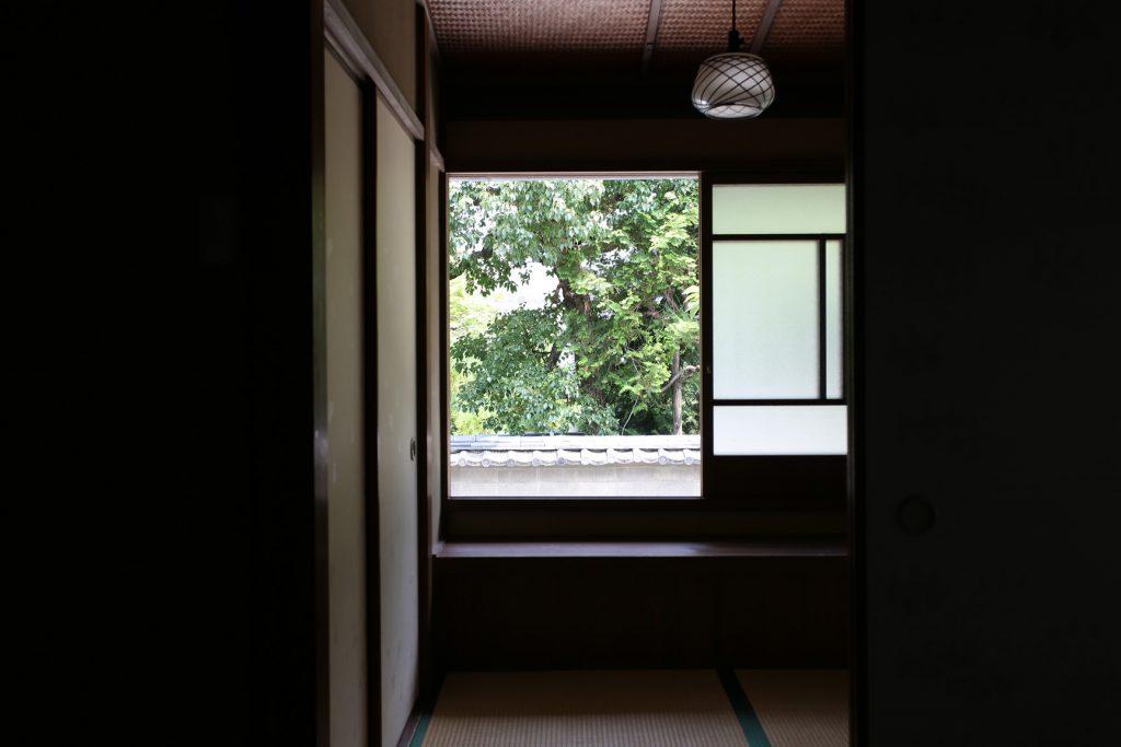 京町家の宿 一棟貸し切りの宿 幸遊庵 窓からの風景 写真
